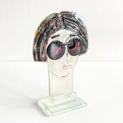 Kobieta w słonecznych okularach